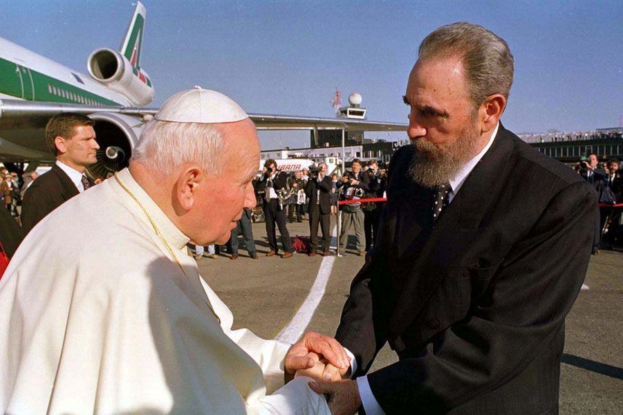 Jean-Paul II rencontre Fidel Castro en janvier 1998