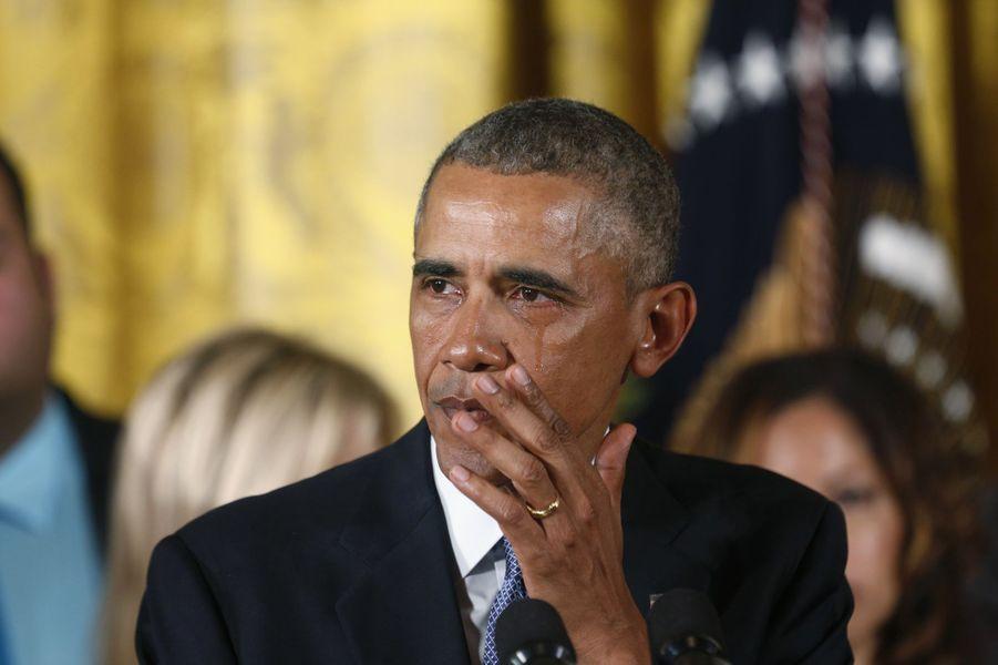 Barack Obama pleure en prononçant un discours appelant à un plus strict contrôle des armes à feu, en janvier 2016