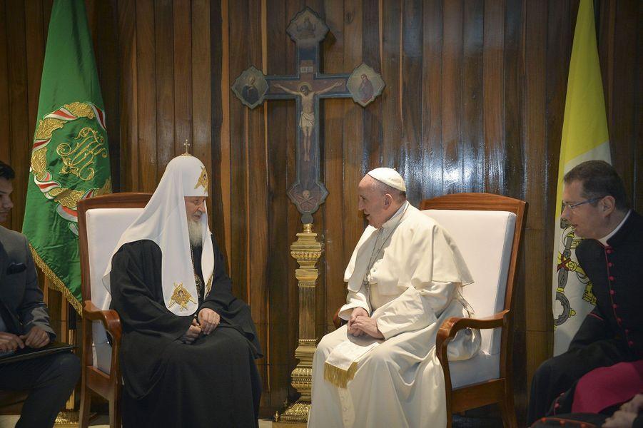 La première rencontre entre les chefs des deux confessions chrétiennes depuis 1000 ans