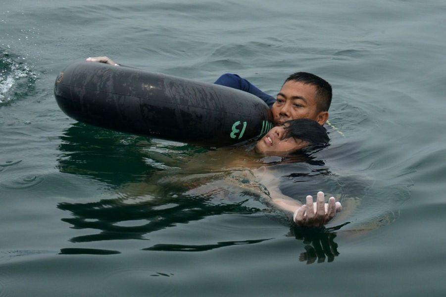 Fransiskus Subihardayan, 22 ans, a passé deux jours dans l'eau après un crash d'hélicoptère