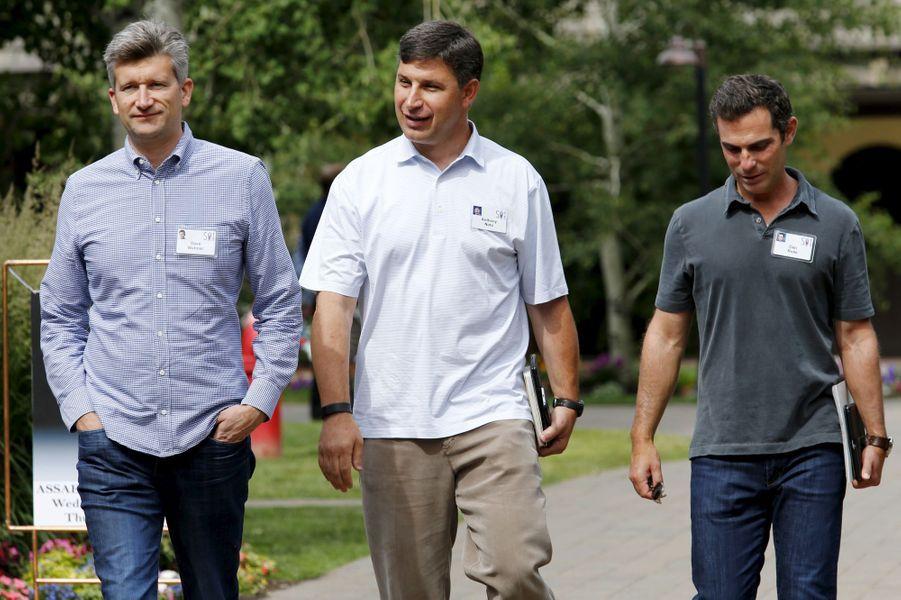 Anthony Noto et David Wehner, les directeurs financiers de Twitter et Facebook, avec le vice-président des partenariats de Facebook Dan Rose