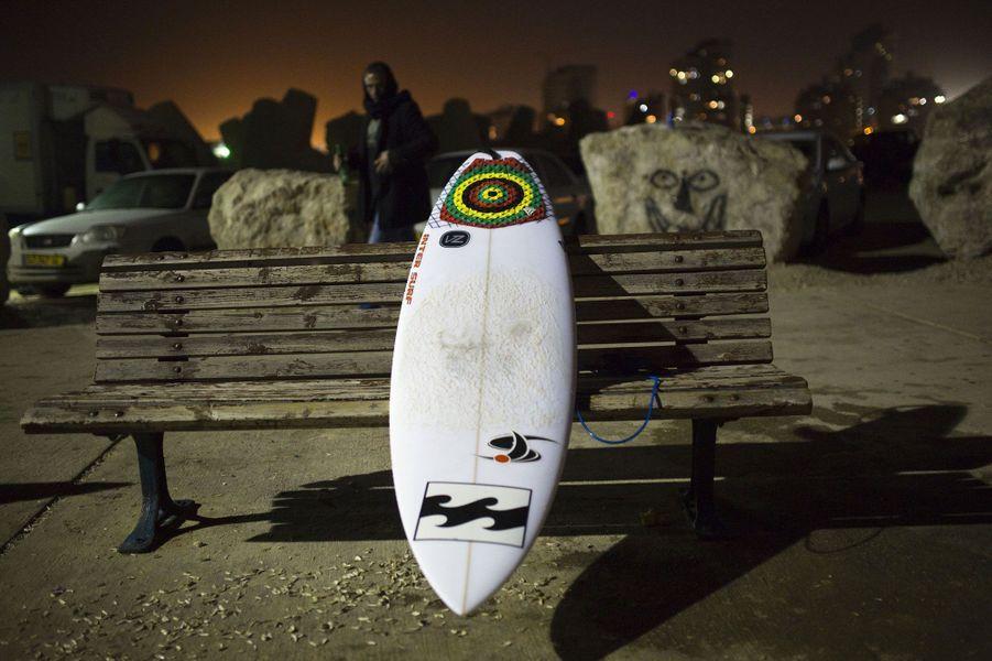 Surfer la nuit en Israël