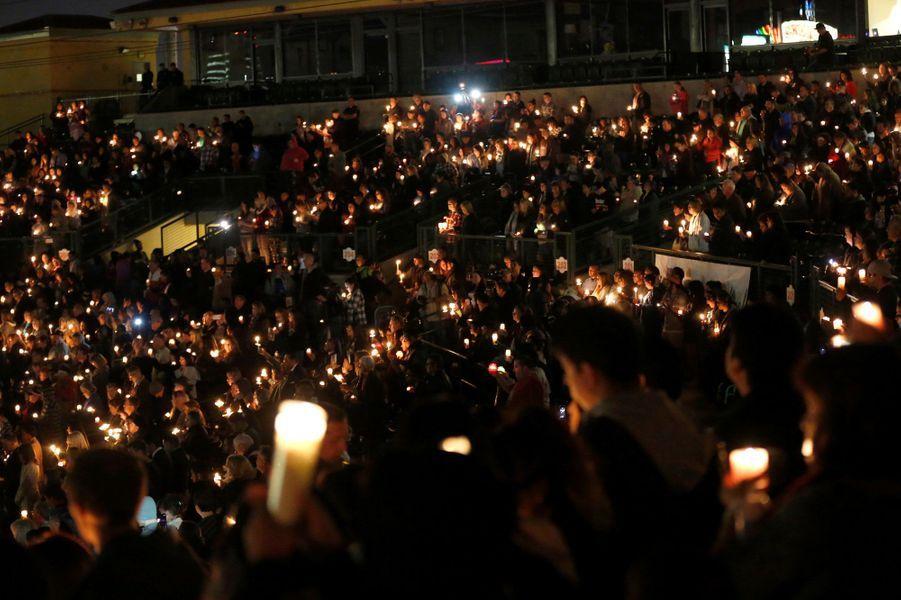 Des milliers de personnes ont rendu hommage aux victimes de la tuerie