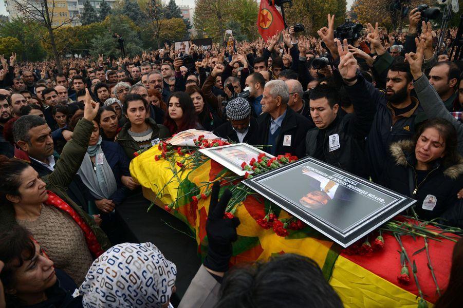 50 000 personnes ont rendu un dernier hommage à l'avocat tué samedi