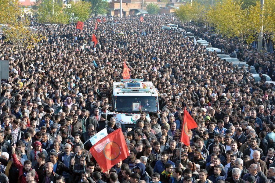 Des larmes et de la colère aux obsèques de Tahir Elçi