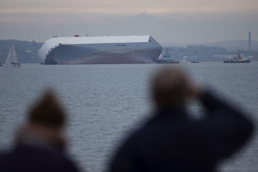 Un cargo s'échoue délibérément près de l'île de Wight