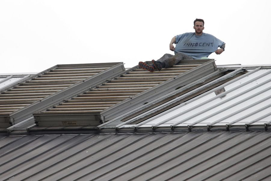 Un détenu manifeste sur le toit de la prison de Manchester