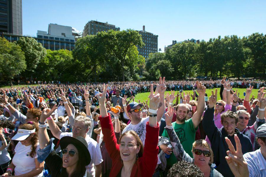 2 000 personnes se sont réunies à Central Park pour l'anniversaire de la naissance de John Lennon
