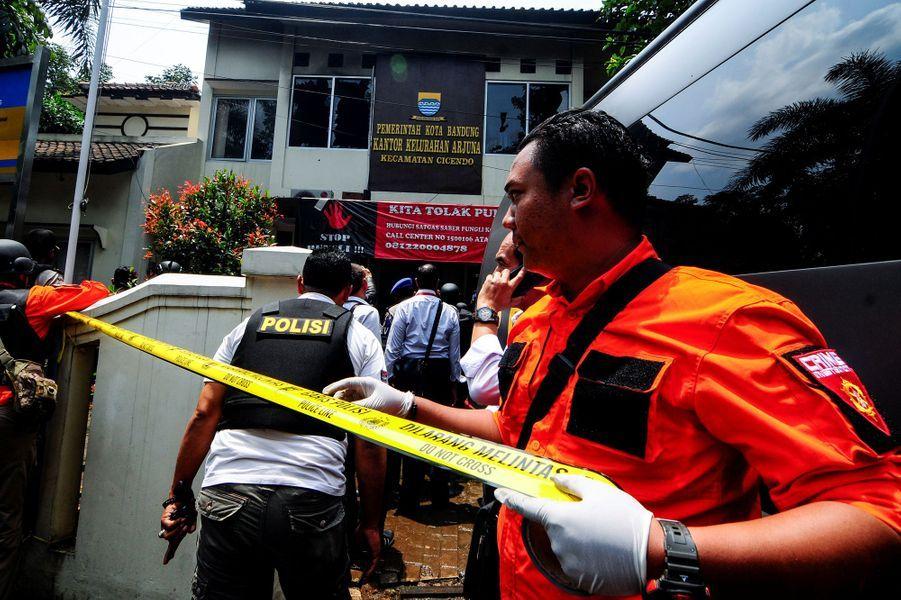 Les forces de l'ordre indonésiennes ont tué un homme qui venait de commettre un attentat sur l'île de Java, le 27 février 2017.