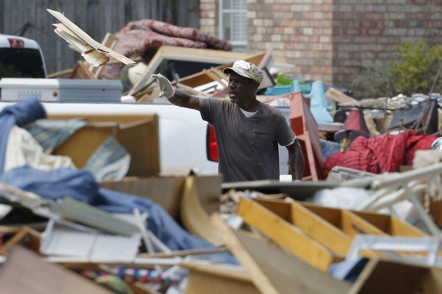 Les inondations en Louisiane ont fait au moins 13 morts et d'importants dégâts matériels.