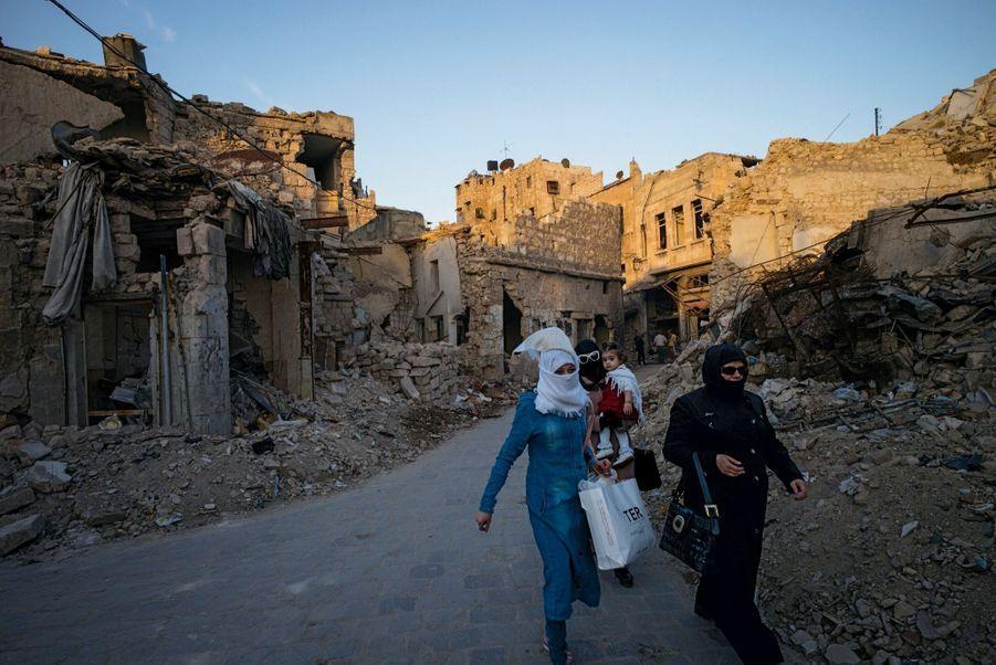 A Farafra, les rues sont encore bordées des décombres d'une cité du XVe siècle.