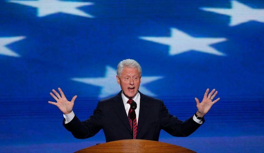C'est pour lui presque une activité à plein temps. Bill Clinton a prononcé 54 discours rémunérés l'an dernier. L'un de ses records date de novembre, avec un chèque de 580000euros devant les salariés d'Ericsson à Hongkong.