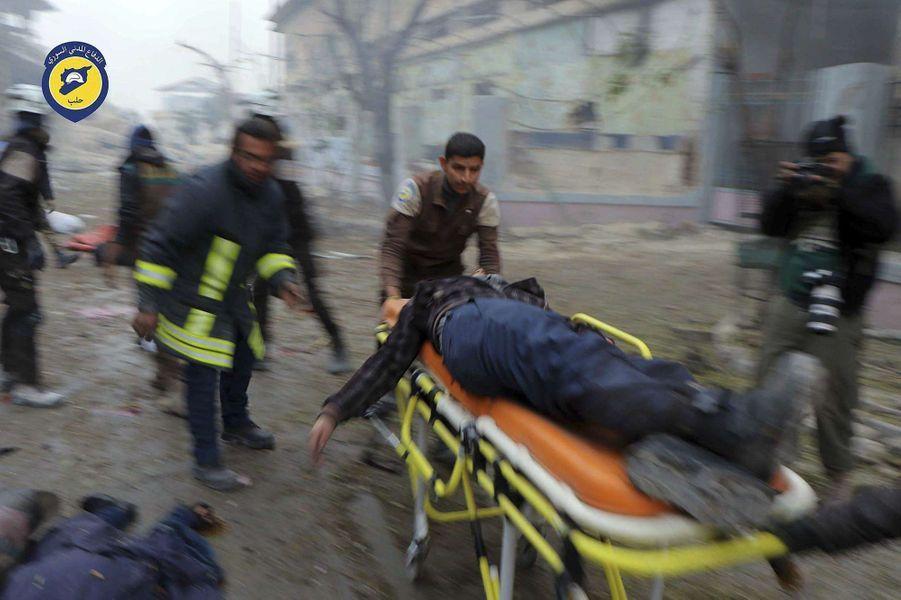 L'exode des civils s'accélère dans les quartiers rebelles d'Alep, déserté par plus de 50.000 habitants.