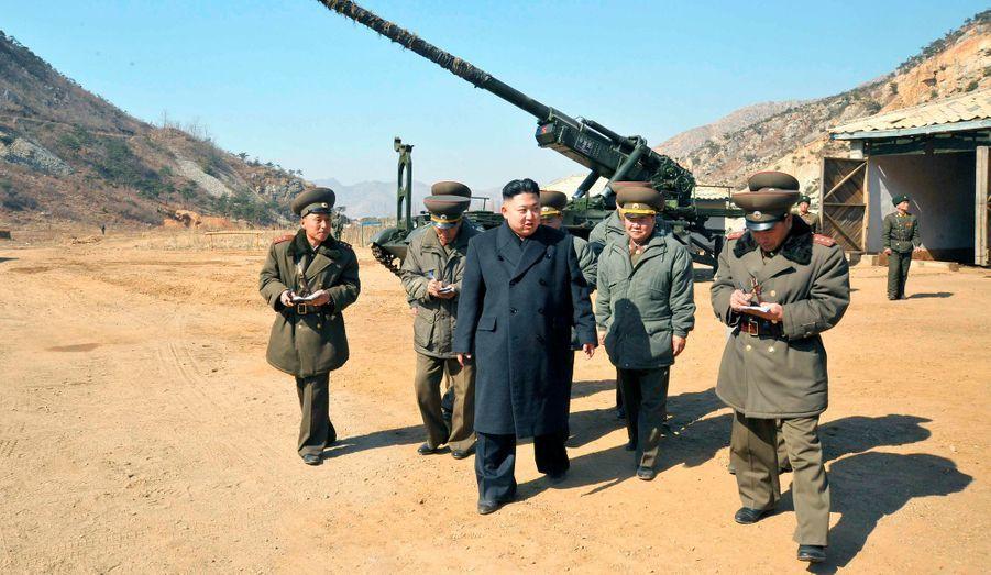 Depuis la mort de son père Kim Jong-il, Kim Jong-un est devenu le commandant en chef de l'armée nord-coréenne.