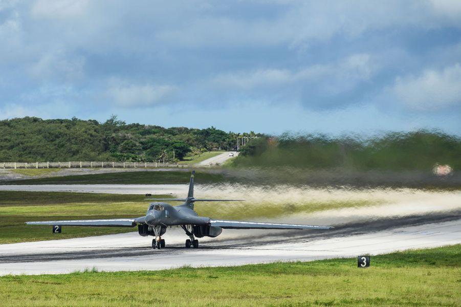 Le 8 août, sur la base Andersen de l'US Air Force, à Guam, deux bombardiers stratégiques B-1B décollent. L'objectif : une démonstration de force à l'attention de Pyongyang.