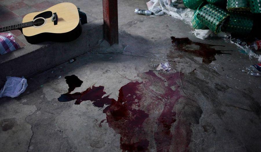 Le président hondurien, Porfirio Lobo, a annoncé que les autorités pénitentiaires du pays étaient relevées de leurs fonctions le temps de l'enquête. C'est le deuxième drame de ce genre dans le pays: en mai 2004, une centaine de prisonniers étaient morts dans un incendie à la prison de San Pedro Sula.