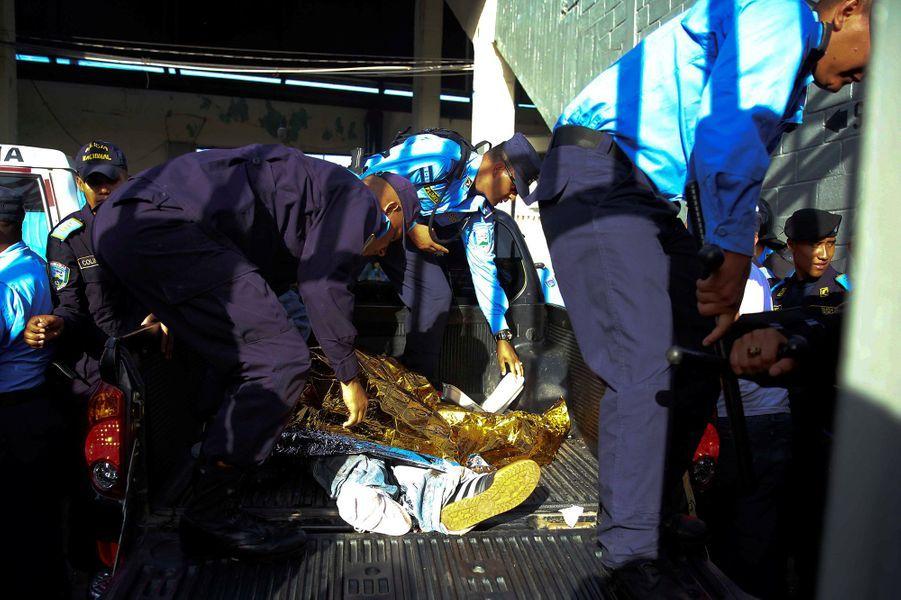 Au moins quatre personnes ont perdu la vie dans une bousculadeau stade de Tegucigalpa, dimanche