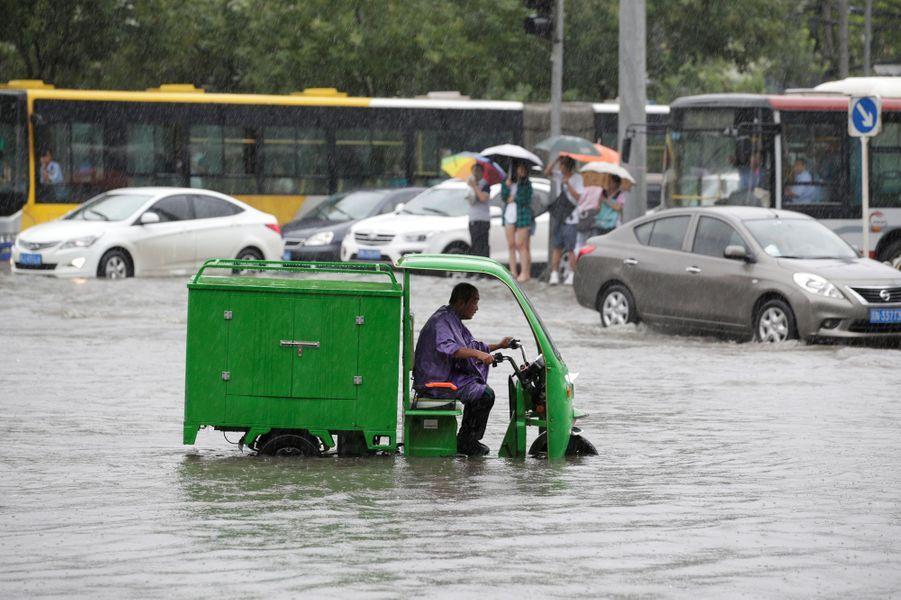 Impressionnantes chutes de pluie à Pékin