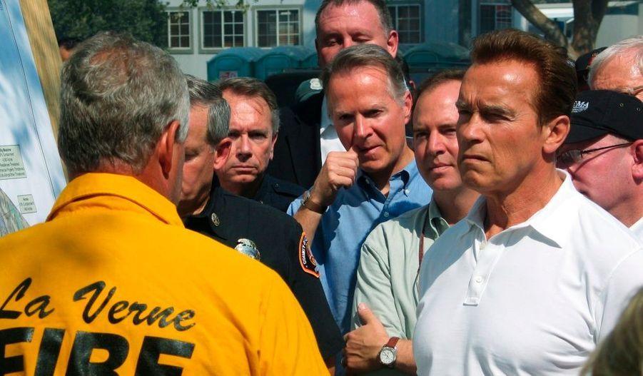 Le gouverneur Arnold Schwarzenegger a fait un point presse avec Mike Dietrich du Service national des forêts.