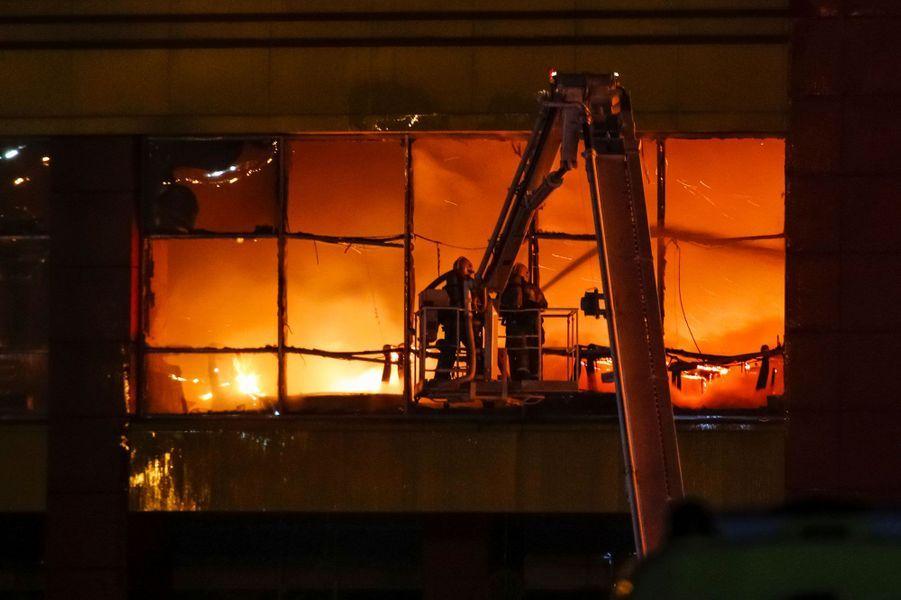 Un centre commercial a pris feu dimanche au sud-ouest de Moscou