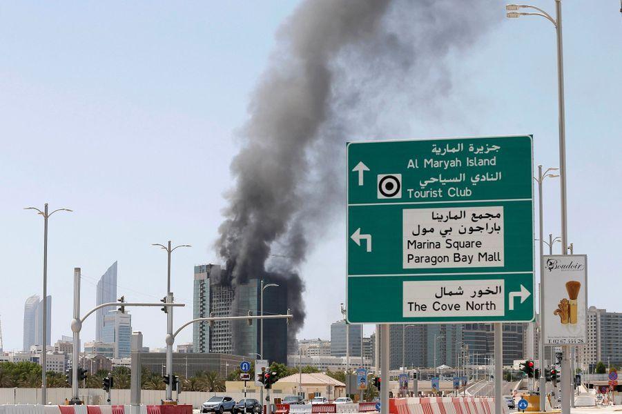 Incendie dans un immeuble en construction d'Abu Dhabi, aux Emirats arabes unis.