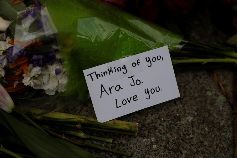 Les hommages aux victimes se multiplient.
