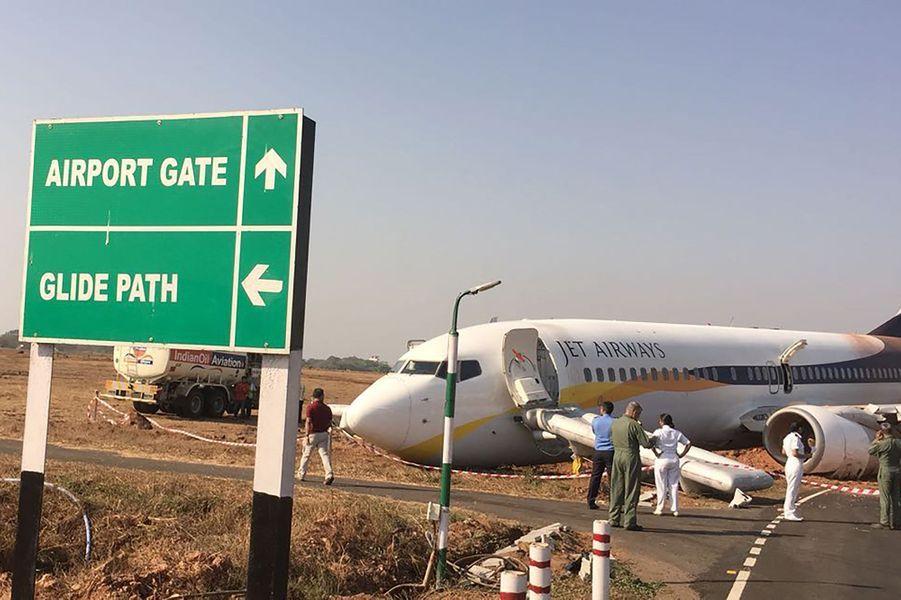 La sortie de piste d'un avion qui devait décoller à Goa a fait 15 blessés, mardi 27 décembre 2016.
