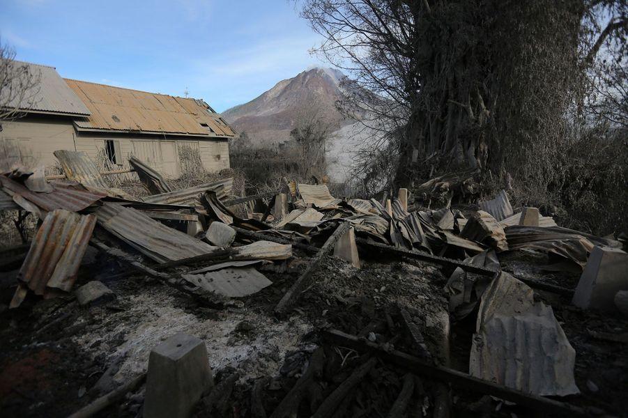 Au moins sept personnes sont mortes lors de la dernière éruption du Sinabung