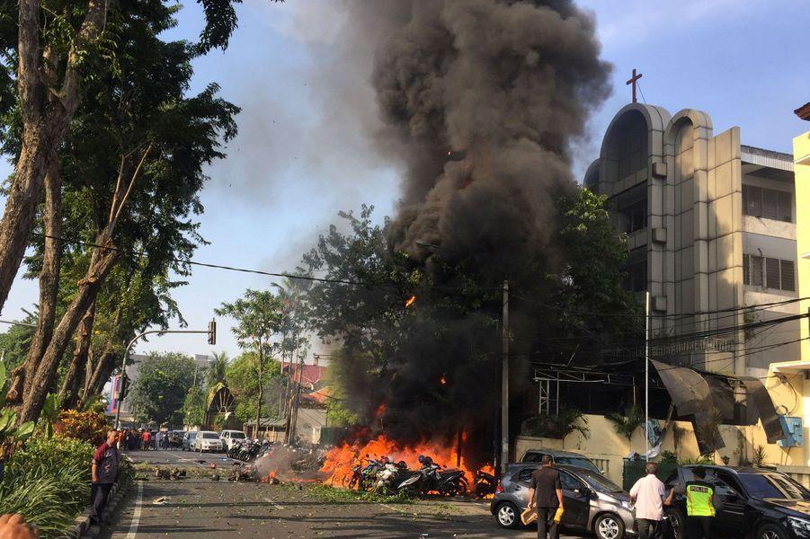 Onze personnes ont trouvé la mort dans des attaques visant des églises en Indonésie dimanche