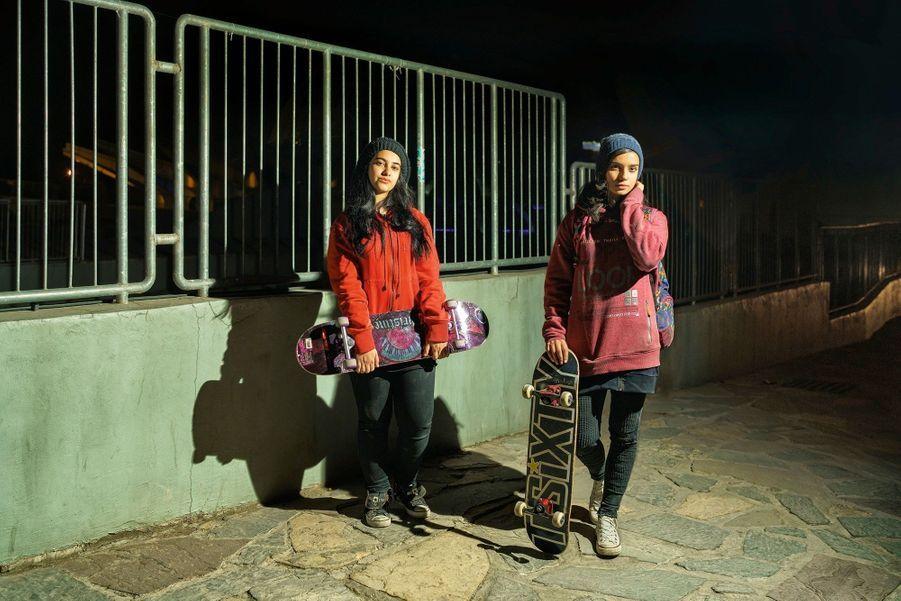 Après un après-midi de skate, un simple bonnet contre le froid. La police des mœurs est peu présente dans le nord huppé de Téhéran.