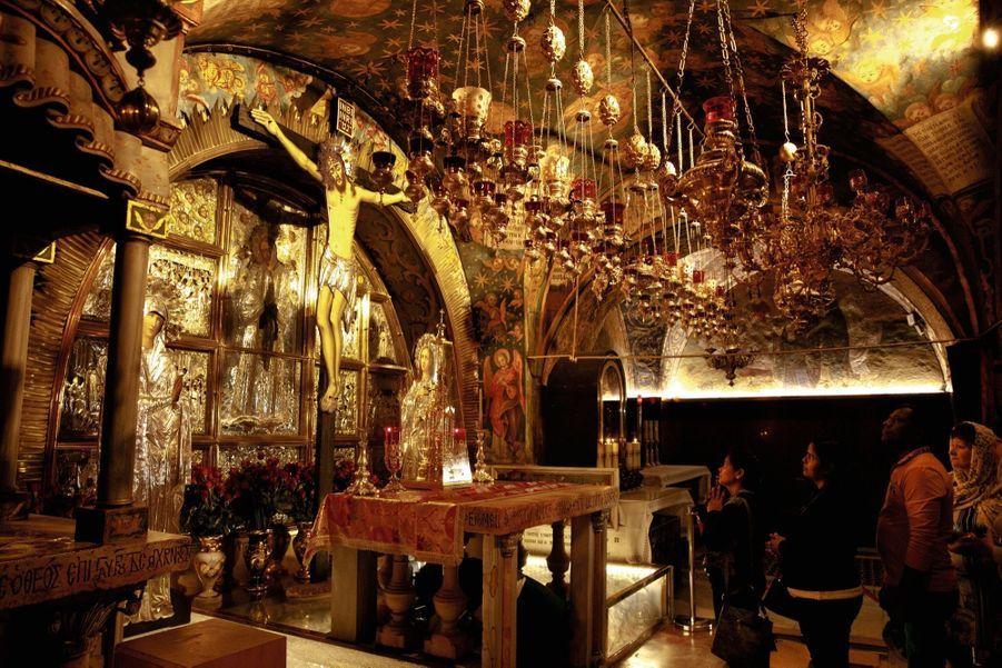 L'église du Saint-Sépulcre, où se trouve le tombeau du Christ, attire des milliers de pèlerins chaque année… comme chaque lieu saint de la vieille ville.