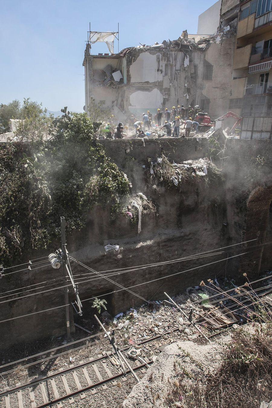 Huit personnes sont mortes dans l'effondrement.