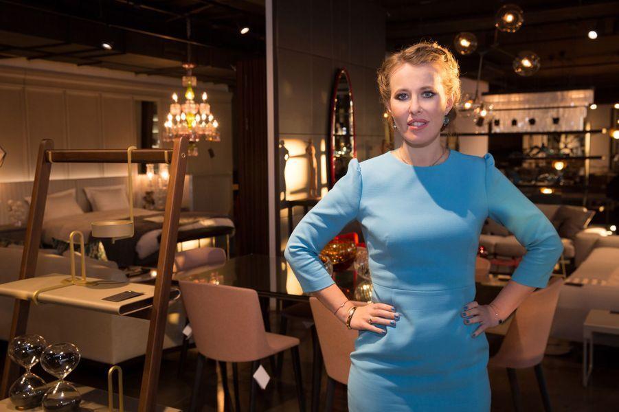 Ksenia Sobchak, photographiée le 5 mars 2018 à Altagamma, magasin de meubles où elle enregistrait une séquence télévisée pour sa campagne présidentielle.
