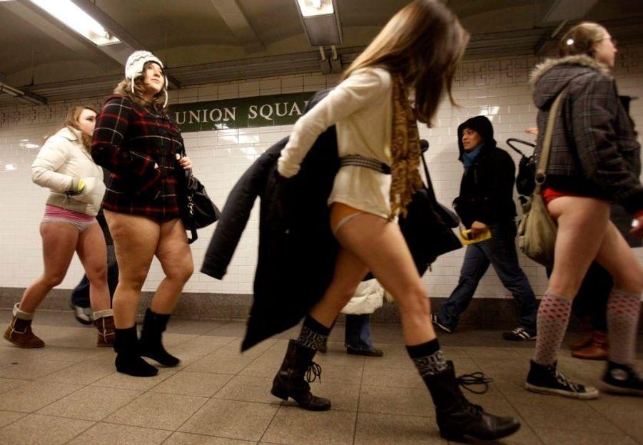 """Les New-yorkais ont pu ce week-end participer à la 9ème journée annuel du """"No Pants"""" (Journée sans pantalons) organisée par l'association """"Improv Everywhere."""""""