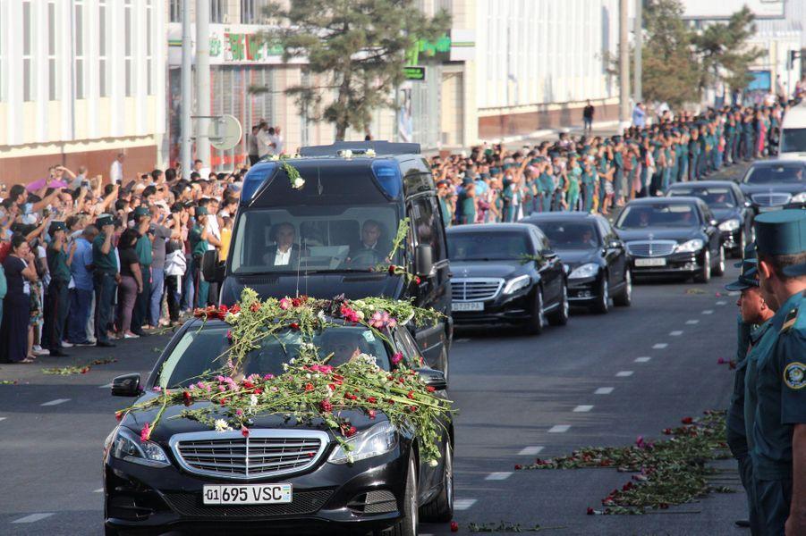 Dernier hommage des Ouzbeks au président Islam Karimov, décédé vendredi.
