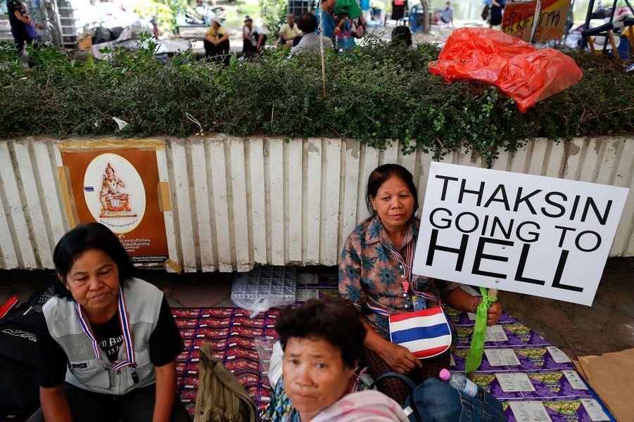 Des anti-Shinawatra protestent contre le milliardaire, ancien Premier ministre et frère de Yingluck, Premier Ministre destituée