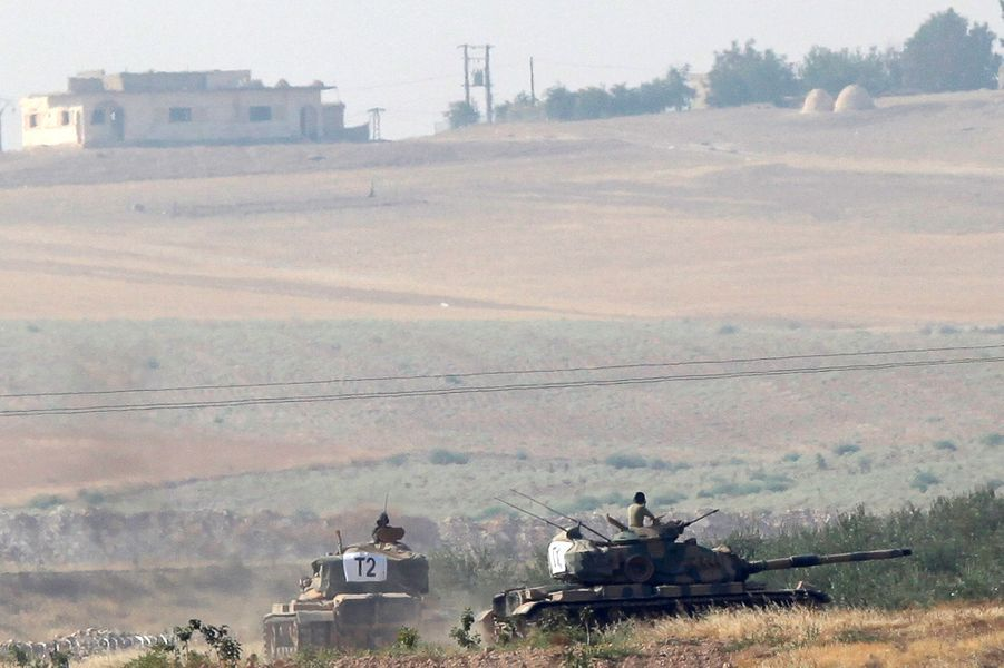 L'armée turque a envoyé ses F-16 et ses chars en Syrie contre l'EI.