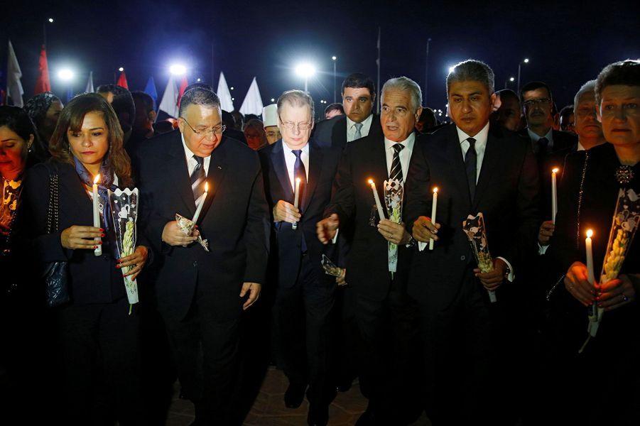 L'ambassadeur de Russie, au centre, avec des membres du gouvernement égyptien