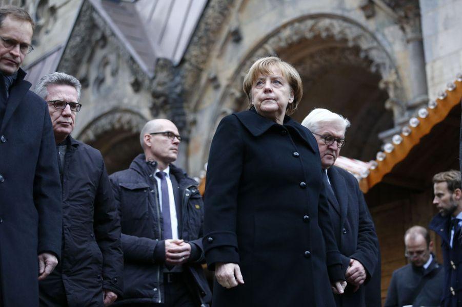 Angela Merkel rend hommage aux victimes.