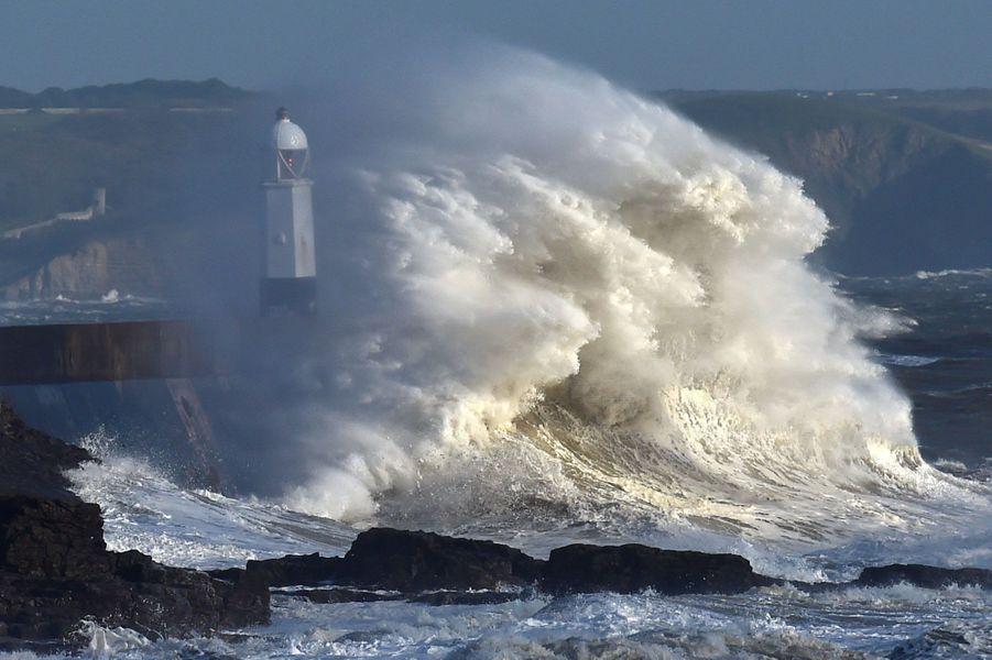 Trois personnes ont perdu la vie en Irlande, pendant le passage de l'ouragan Ophelia