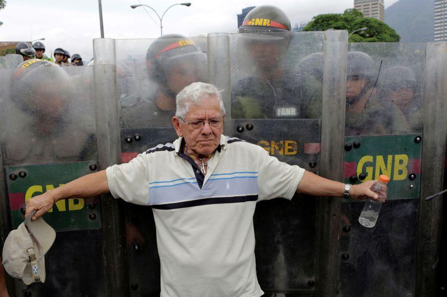 A Caracas, des milliers de manifestants demandent le départ de Nicolas Maduro, le 11 mai 2016.