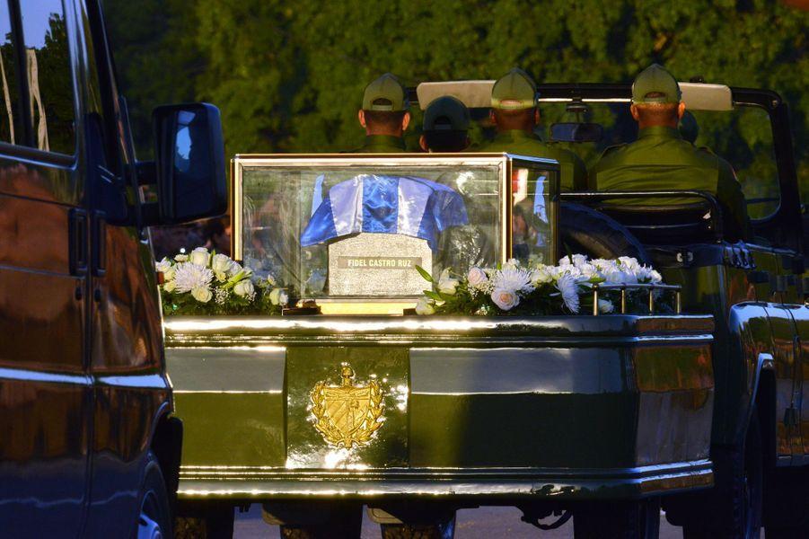 L'urne funéraire de Fidel Castro va traverser Cuba.