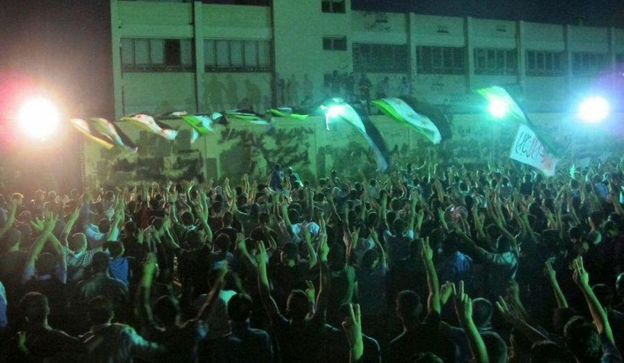Manifestation des rebelles dans le quartier de Kfr Suseh à Damas