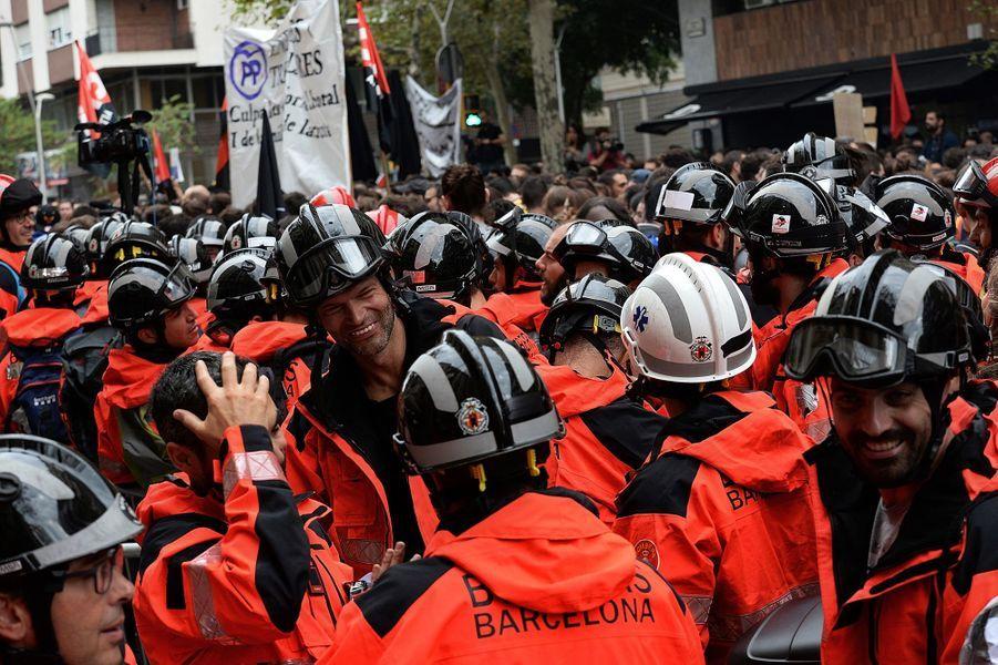 Plus de 300 000 personnes ont manifesté à Barcelone sur fond de grève générale en Catalogne.