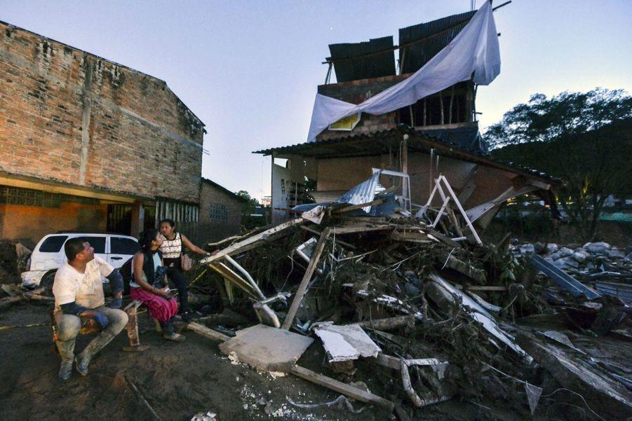 Une Coulée De Boue Dans Le Sud De La Colombie Fait Plus De 200 Morts 3