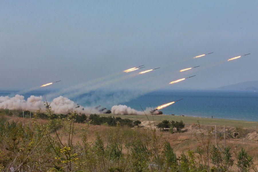 """LaCoréeduNorda célébré mercredi la réussite de ses """"plus importants exercices de tirs d'artillerie"""" pour le 85ème anniversaire de l'armée."""