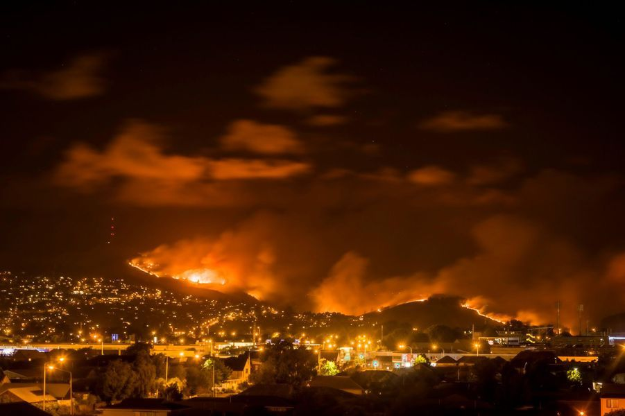 Les feux menacent des habitations en Nouvelle-Zélande.