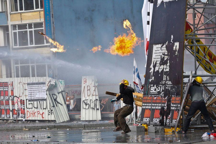 La police turque reprend la place Taksim