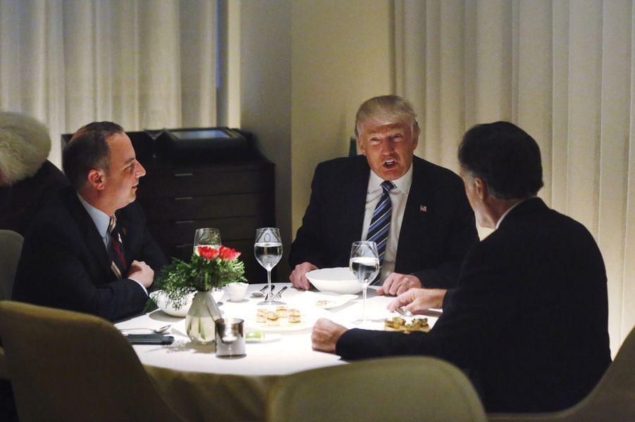 Reince Priebus, Donald Trump et Mitt Romney ont dîné à la Trump Tower, mardi 29 novembre.