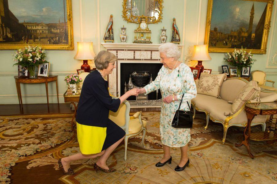 Theresa May, nouvelle première ministre, avec la reine Elizabeth
